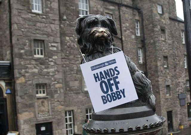 An Evening News sign placed on Greyfriars Bobby yesterday.