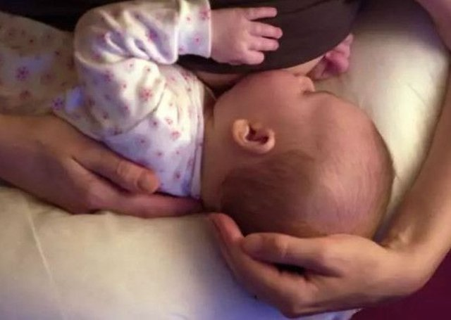 The Scottish Government is to boost funding for breastfeeding