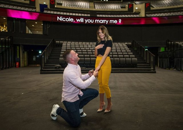 The proposal of Jamie McGuire (24) to Nicole Short (23).