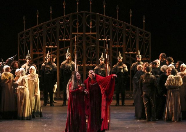 This production of Verdi's Macbeth may have suffered from its staging but the music was a fitting tribute to Festival spirit