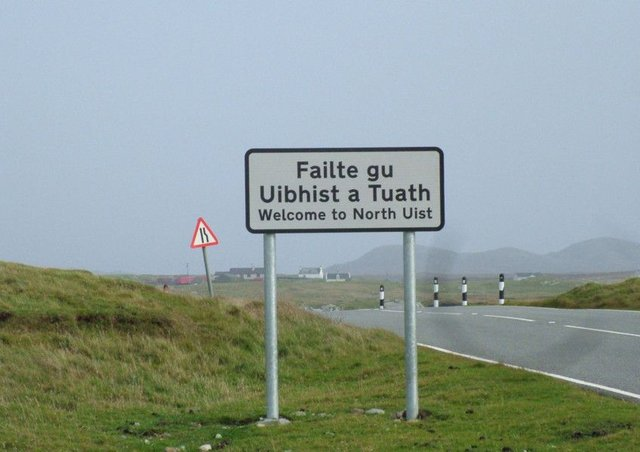 A community-owned wind farm will be built in North Uist next year after a fundraising campaign passed its target.