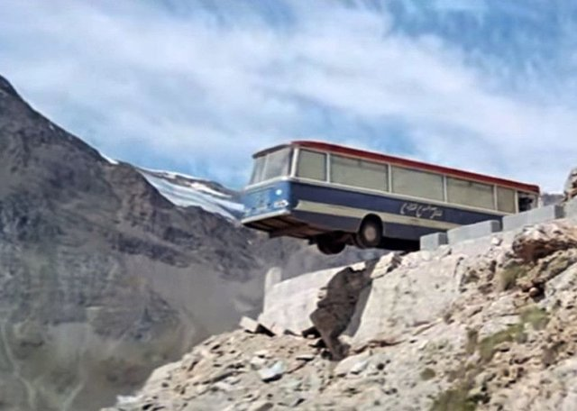 Cliffhanger coach from The Italian Job ends its days in Fife | The ...