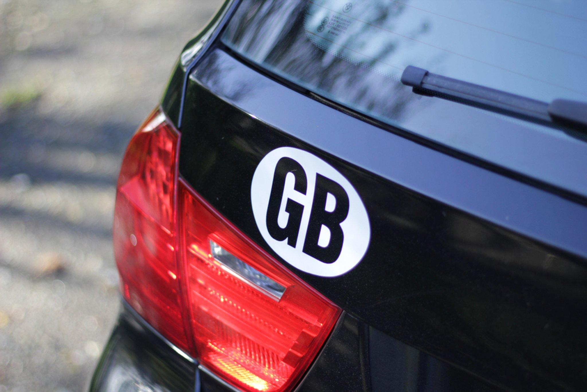 Stiker GB dibuang untuk penanda Inggris di bawah undang-undang plat nomor baru