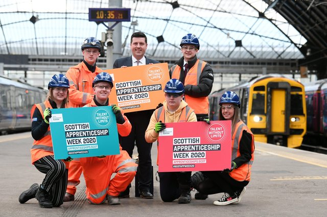 Picture, John Devlin. 02/03/2020. GLASGOW. Queen St Station.   Business Minister Jamie Hepburn launches Scottish Apprenticeship week.  Business Minister Jamie Hepburn  visits Glasgow Queen Street Station to meet apprentices undertaking a range of different qualifications who are involved with the redevelopment work at the station.
