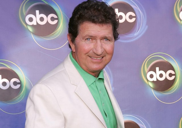 Mac Davis arrives at a Hollywood party in 2005 (Photo by Mark Mainz/Getty Images)