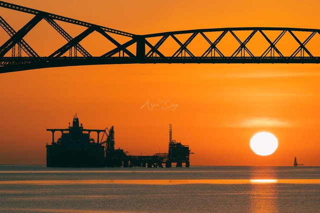 The Oil tanker Dalma can be seen in the Firth of Forth, near Edinburgh (Photo: Aye Spy Photography).