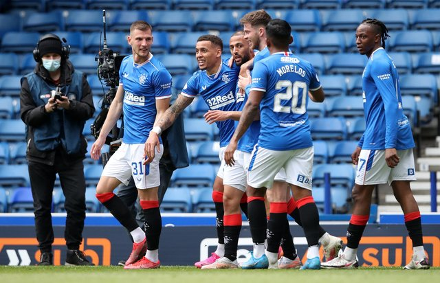 GLASGOW, SCOTLAND - MAY 02: Kemar Roofe of Rangers celebrates after scoring their team's first goal with James Tavernier, Alfredo Morelos, Borna Barisic, Joe Aribo and Jack Simpson  during the Ladbrokes Scottish Premiership match between Rangers and Celtic at Ibrox Stadium on May 02, 2021. (Photo by Ian MacNicol/Getty Images)