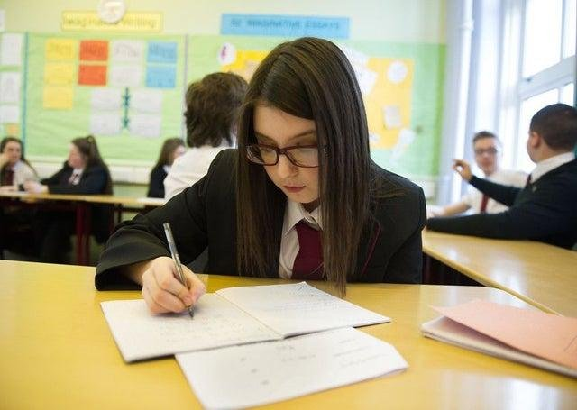 More teachers are needed to reduce class sizes say the EIS