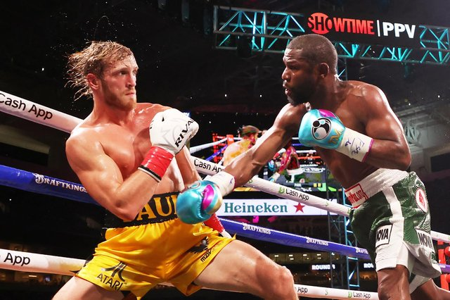The much-hyped fight between Floyd Mayweather and Logan Paul ended in boos from a demanding and somewhat disappointed Miami crowd. (Pic: Getty)