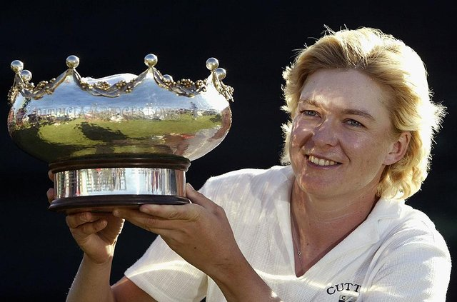 Mhairi McKay celebrates with the trophy after winning the 2003 AAMI Women's Australian Open at Terrey Hills Golf Club in Sydney. PIcture: Adam Pretty/Getty Images.