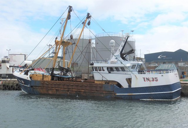 A crewman working on board the scallop dredger was fatally injured after he was struck on the head by the vesselÕs towing bar, an investigation has found.