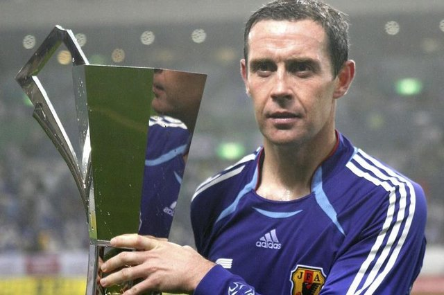 David Weir of Scotland  holds a winning trophy after playing the Kirin Cup Soccer 2006 between Scotland and Japan at the Saitama stadium on May 13, 2006 in Saitama, Japan. (Photo by Koichi Kamoshida/Getty Images)