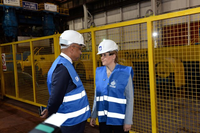 First Minister Nicola Sturgeon with GFG's Sanjeev Gupta at the Dalzell steel plate mill in Motherwell in 2016. Picture: Alan Watson