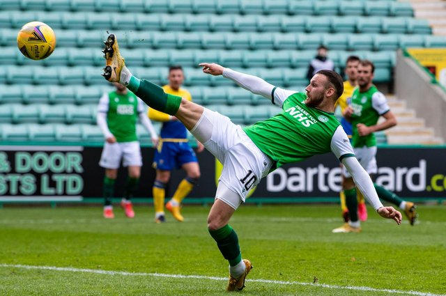 Hibs' Martin Boyle first-half lunge for the ball took him close to cancelling out St Johnstone's opener at Easter Road. Photo by Ross Parker / SNS Group