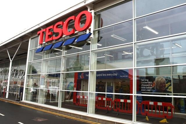 Tesco est la plus grande chaîne de supermarchés du Royaume-Uni avec des centaines de magasins, petits et grands.  Image: Andrew Milligan / PA Wire