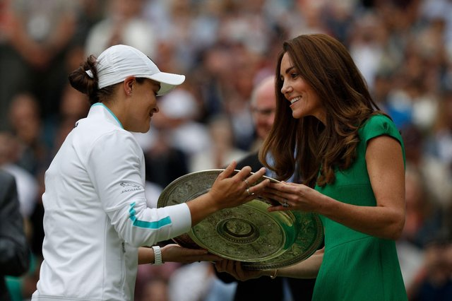 Barty receives the trophy from the Duchess of Cambridge