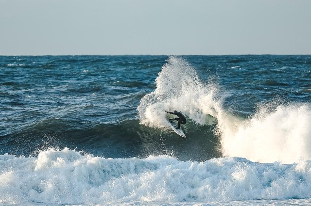 Braw test rider Jacob Mellish, staying firmly attached to his board while tearing up the east coast PIC: Braw
