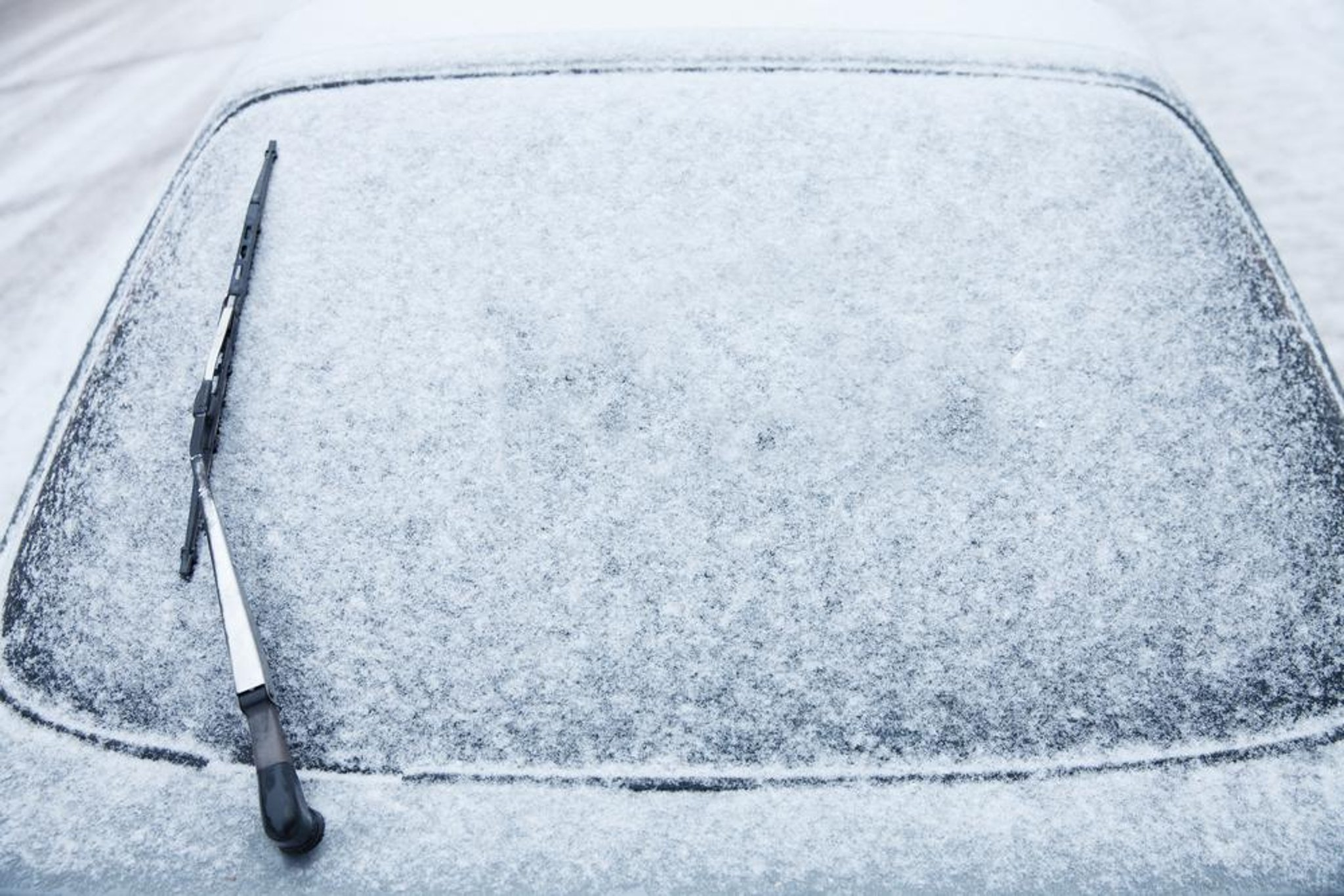 Former NASA engineer reveals quickest way to defrost windscreens