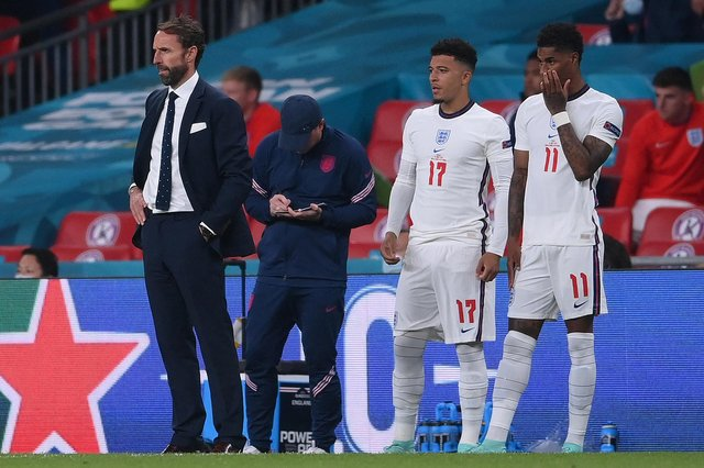 England manager Gareth Southgate brought both Jadon Sancho (L) and Marcus Rashford on in the last minute of extra-time. Both failed to score their penalties.  (Photo by LAURENCE GRIFFITHS/POOL/AFP via Getty Images)