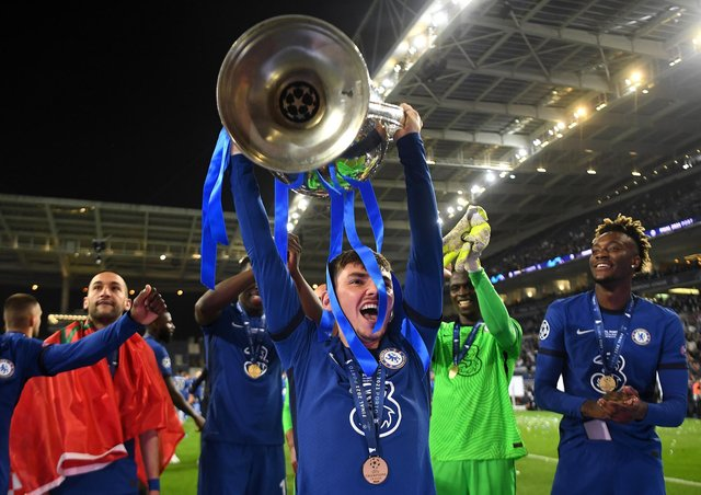 Billy Gilmour of Chelsea celebrates with the Champions League Trophy following their team's victory during the UEFA Champions League Final between Manchester City and Chelsea FC at Estadio do Dragao on May 29, 2021 in Porto, Portugal. (Photo by David Ramos/Getty Images)