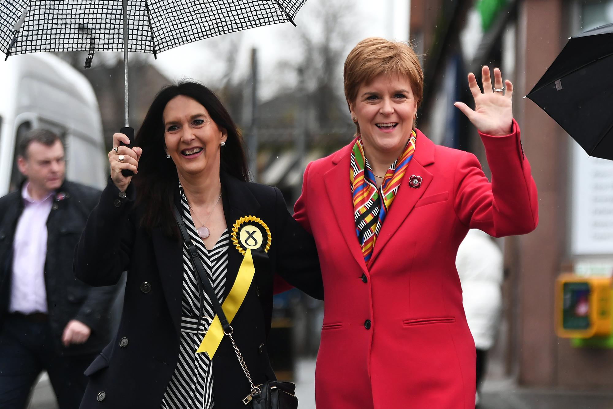 SNP MP Margaret Ferrier apologisesafter ignoring coronavirus rules...