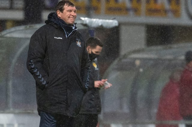 Tommy Wright at a wet Dens Park - his Kilmarnock side trail 2-1 after first leg of Premiership play-off final  (Photo by Craig Foy / SNS Group)