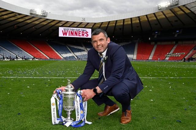 Callum Davidson shows off the Scottish Cup.