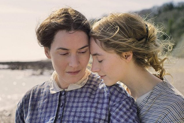 Kate Winslet ve Sawers Ronan Ammonite'de