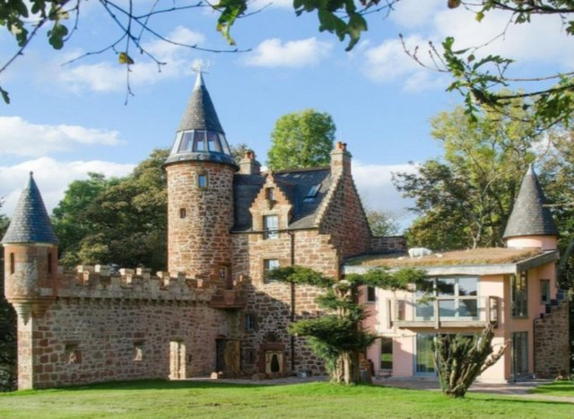 Knock Old Castle is a fairytale holiday retreat for up to eight people on the picturesque Ayrshire coast.