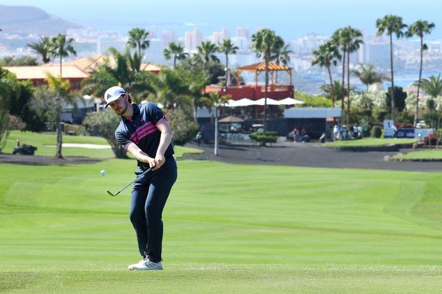 Connor Syme chips to the first green during day one of the Canary Islands Championship at Golf Costa Adeje in Tenerife. Picture: Andrew Redington/Getty Images.