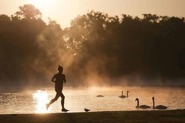 Music can help runners perform better when mentally fatigued, a new study has found (Photo: Daniel Leal-Olivas/AFP via Getty Images)