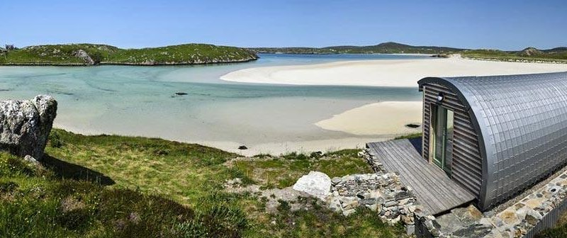 Ebb Beach cabin offers a unique boutique holiday. A stone's throw from the seashore of Uig Bay, this stunning cabin is set in a eye-catching location too.  Ebb Beach Cabin is one of a pair of lovely boutique holiday cabins set in a magnificent spot just a stone's throw from the sandy seashore of Uig Bay, near Timsgarry (3.5 miles) on Lewis.