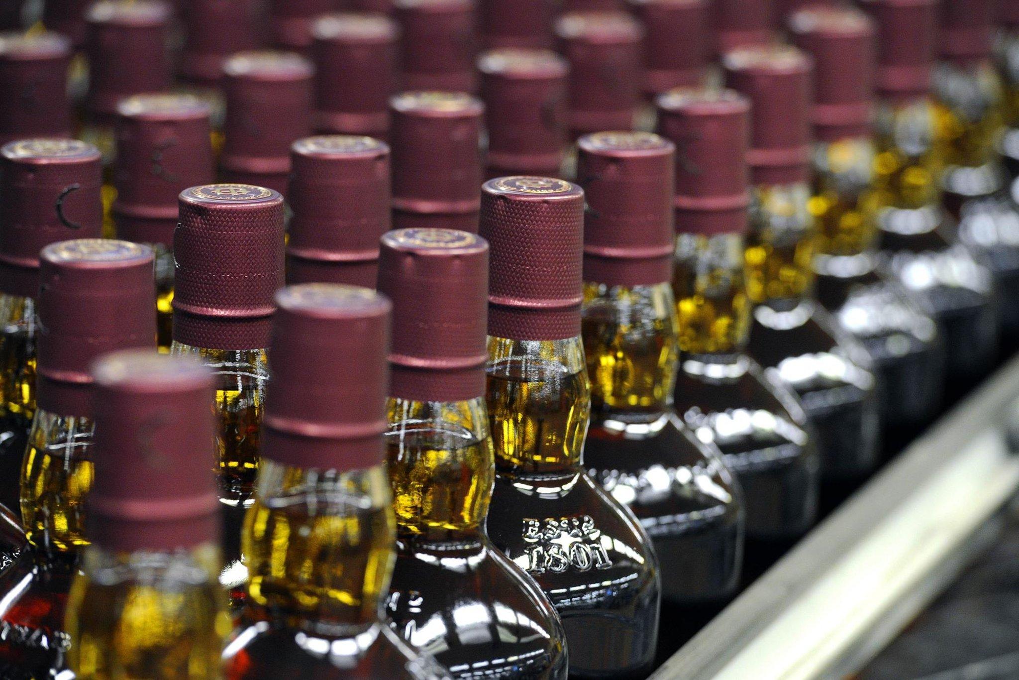 Produsen wiski terbesar kedua di Skotlandia melihat 'pertumbuhan penjualan yang baik' terus berlanjut