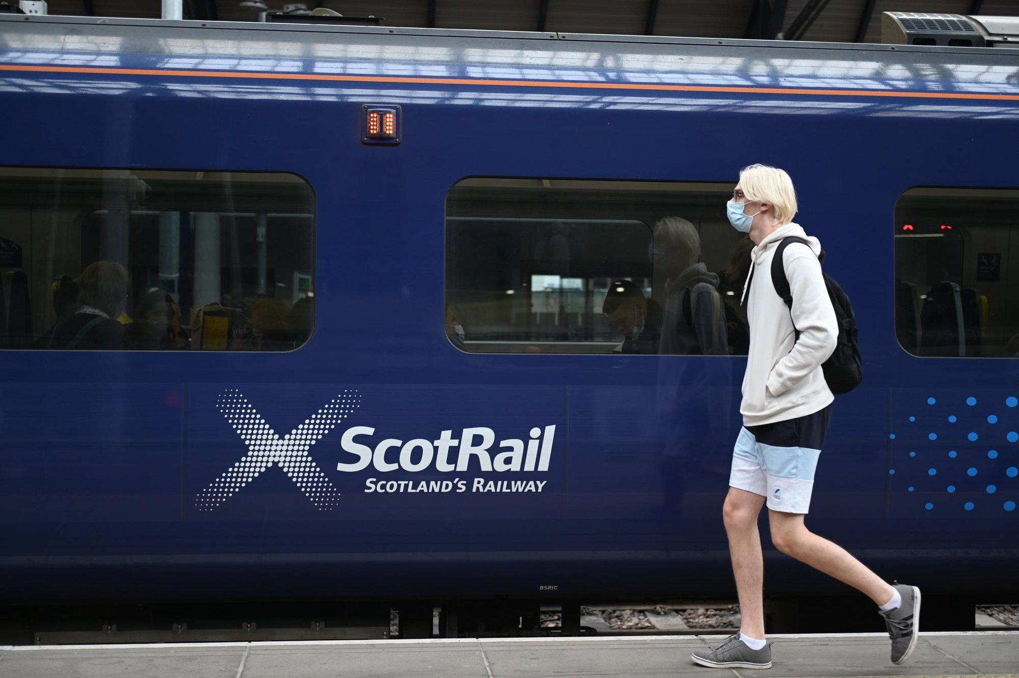 COP26: Pekerja kereta api akan mogok di Skotlandia selama konferensi iklim global Cop26