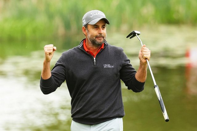 Richard Bland celebrates after winning the Betfred British Masters hosted by Danny Willett at The Belfry in Sutton Coldfield. Picture: Andrew Redington/Getty Images.