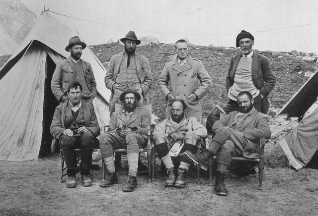 The ill-fated expedition, Mallory can be seenn bottom left, Raeburn top right. The 'team' picture was taken after Kellas had died