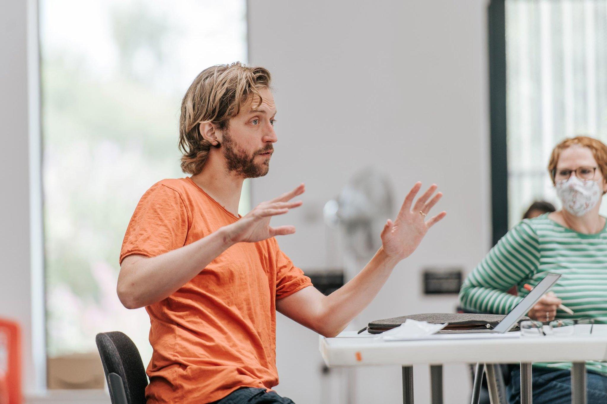 Kieran Hurley tentang memperbarui Ibsen untuk Teater Nasional Skotlandia