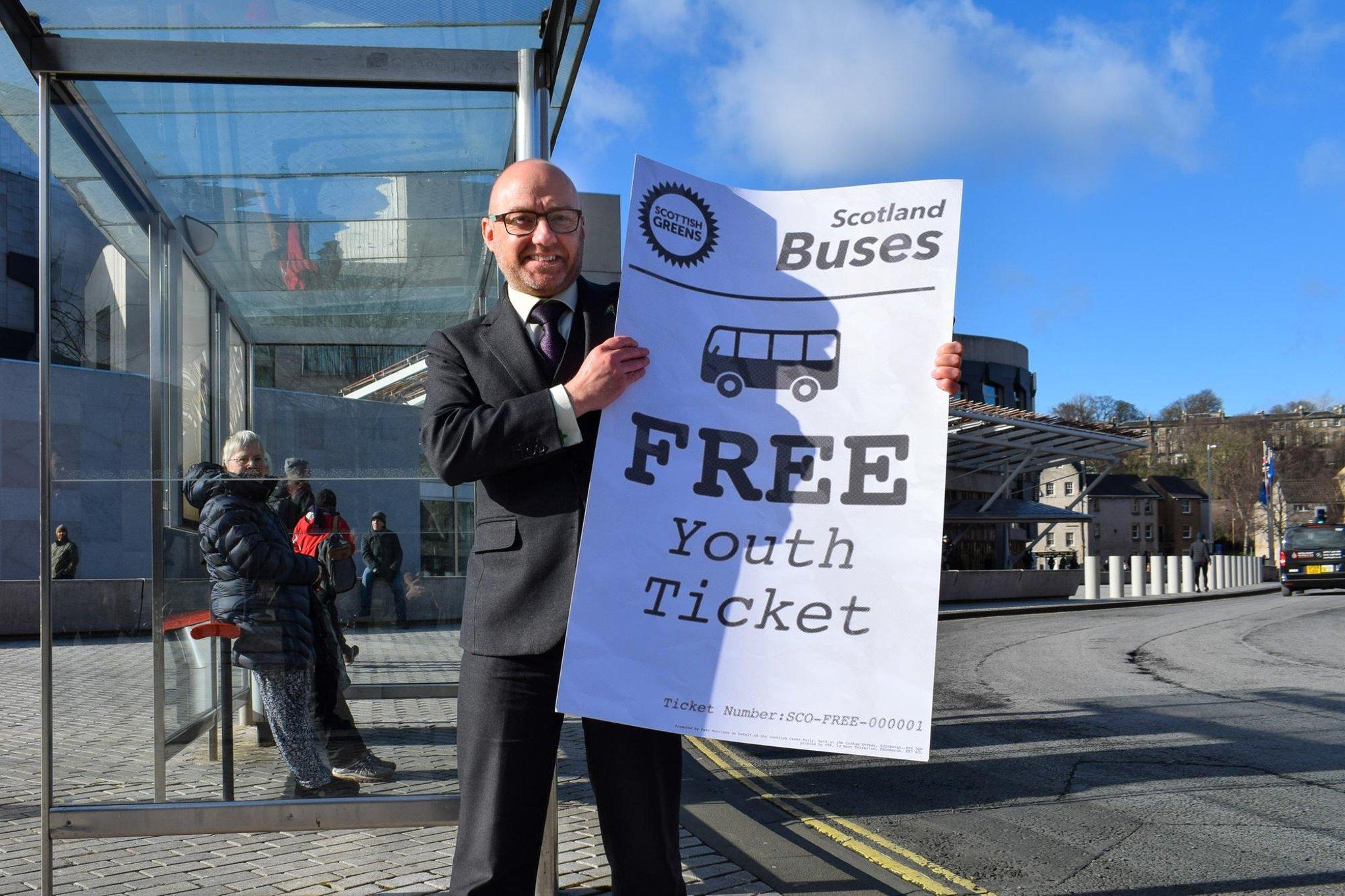 Scottish Greens Perjalanan bus gratis untuk anak-anak muda Skotlandia di bawah 22 skema ditetapkan untuk menyelesaikan rintangan terakhir