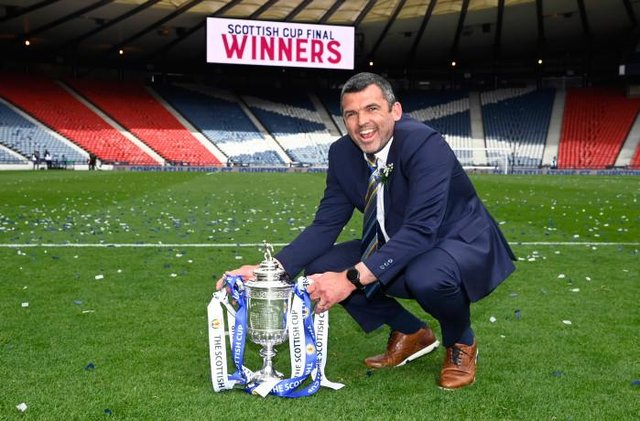 St Johnstone manager Callum Davidson with the Scottish Cup trophy during the Scottish Cup final match between Hibernian and St Johnstone at Hampden Park, on May 22, 2021, in Glasgow, Scotland. (Photo by Rob Casey / SNS Group)