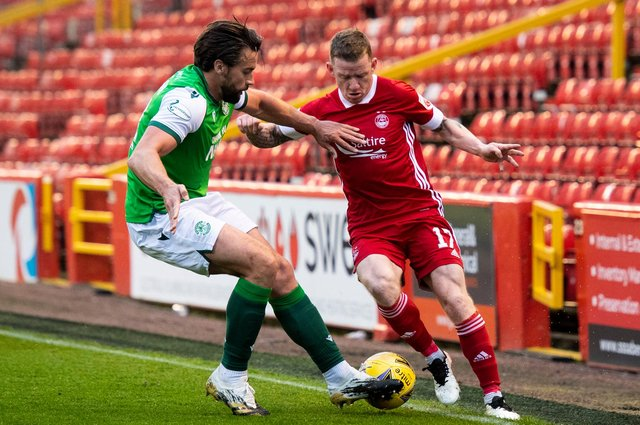 Aberdeen's Jonny Hayes (right) is unable to get past Darren McGregor  as Hibs produce a dogged display to wrap up third place at Pittodrie midweek. Photo by Mark Scates / SNS Group