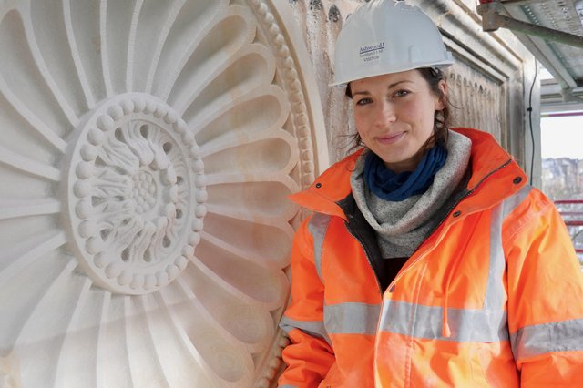 Stonemason Josephine Crossland has been praised for her work in replicating one of the historic roundel features at West Register House.