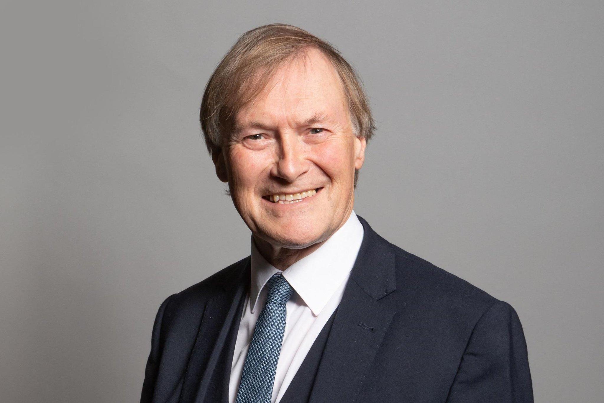 David Amess: Pria ditangkap setelah anggota parlemen Konservatif berusia 69 tahun ditikam 'beberapa kali' di kantor konstituen di Leigh-on-Sea