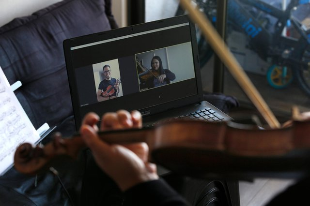 Online tuition can help people learn an instrument even when they live far away from a professional teacher (Picture: Marcelo Hernandez/Getty Images)