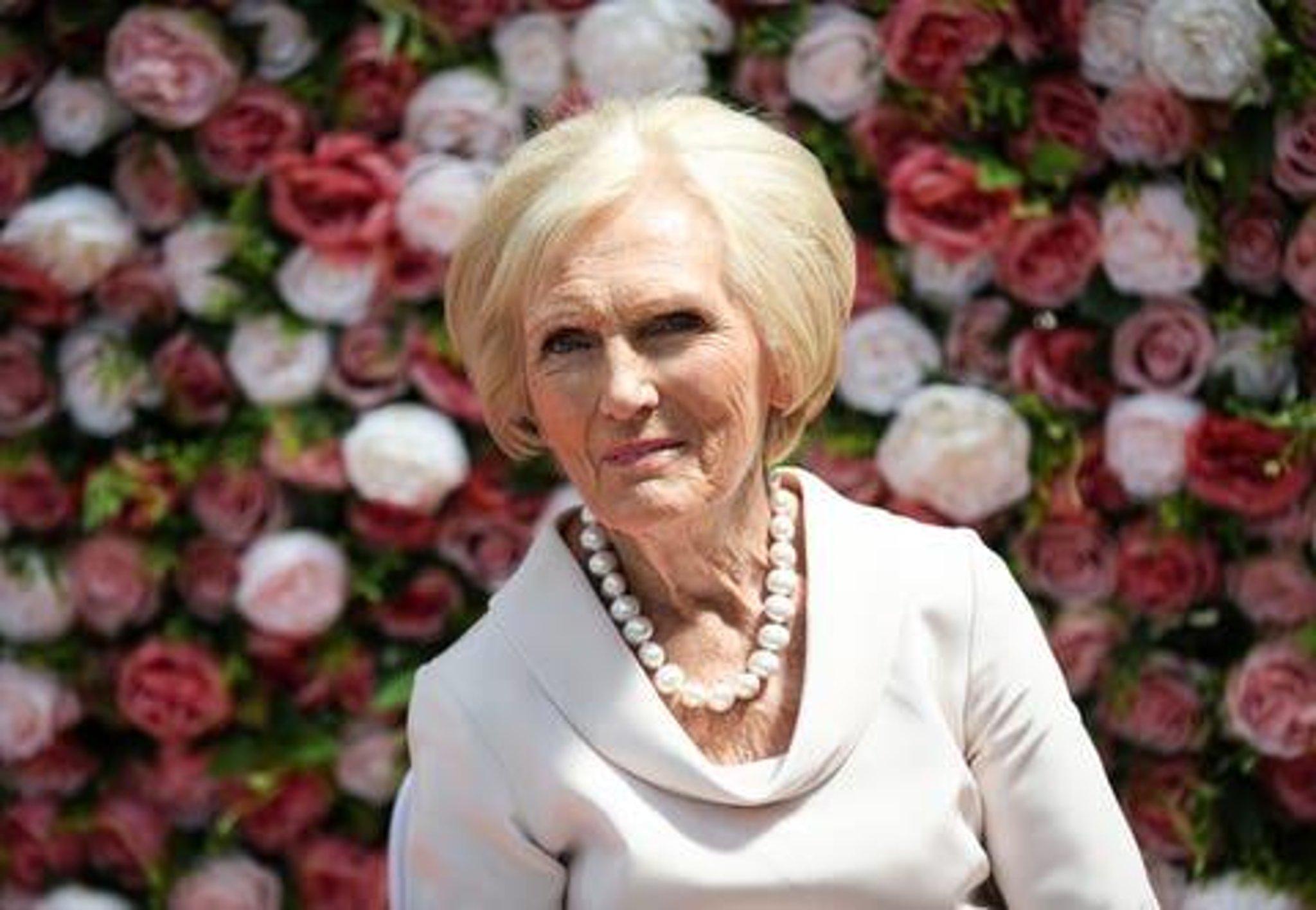 Mary Berry mengungkapkan dia menjalani operasi untuk patah pinggul