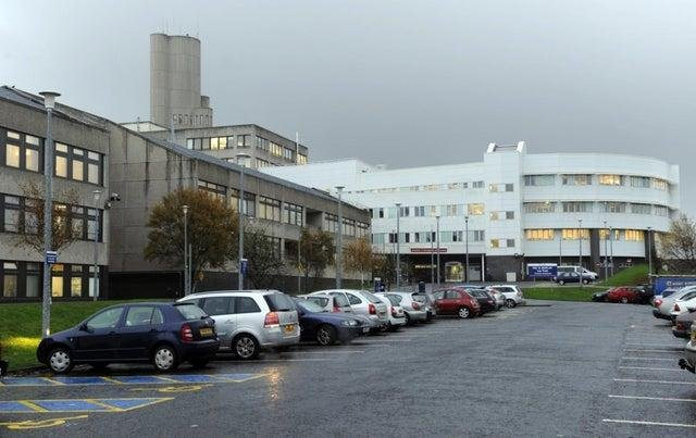 Covid-19 outbreaks at Ninewells Hospital in Dundee have led to three non-coronavirus wards being closed to visitors and new admissions.