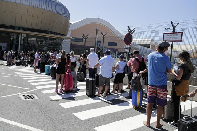 British tourists and residents line up to return to the UK at Faro airport, Algarve, Portugal, 06 June 2021. Mandatory Credit: Photo by LUIS FORRA/EPA-EFE/Shutterstock (12020607h)