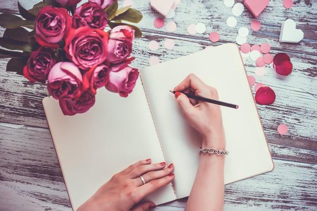 Hari Valentine dapat dirayakan dengan gerakan penuh kasih, manis dan lucu kekaguman - seperti kartu yang lucu atau kocak (Gambar: Shuttesrtock)