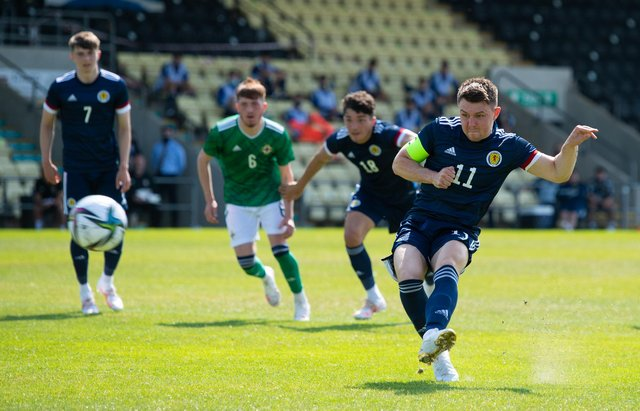 Glenn Middleton scores a penalty for Scotland U21s in the 2-1 defeat to Northern Ireland. (Photo by Craig Foy / SNS Group)