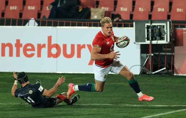 Duhan van der Merwe goes over to score the Lions' second try against the Sharks in Johannesburg. Picture: David Rogers/Getty Images