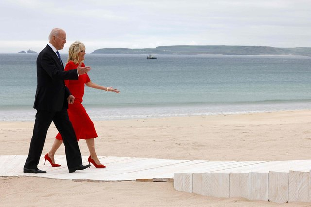 Joe Biden (L) and US First Lady Jill Biden arrive for the welcome prior to the start of the G7 summit in Carbis Bay, Cornwall . (Photo by Ludovic MARIN / AFP).